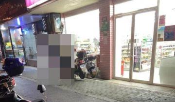 【写真】超絶乳がデカい女の子、無事コンビニ前で激写されるwwww(※画像あり)