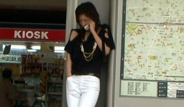 【GIF】駅前でフェラチオする女が発見されてしまうwwwwwww
