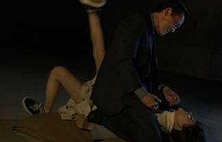 【画像】朝ドラ女優・芳根京子さん、男に馬乗りなられスカート捲られ襲われる・・・・・・・