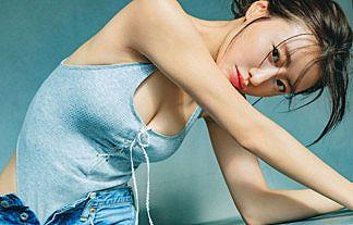 【画像】女優・松本まりかさんの谷間おっぱいが際立つくびれBODYエログラビアがコチラ