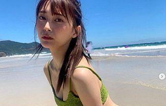 【画像】アイドル小山璃奈(18)が週プレ夏水着で披露した谷間おっぱいが激シコwwwww