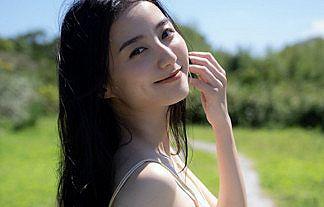 【画像】女優・高田里穂(27)の11年ぶり下着おっぱいグラビアがエロい【仮面ライダーオーズ】