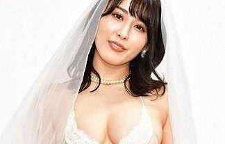 【画像】18禁グラドル・金子智美が超ハイレグ透け透けウエディングおっぱい披露www