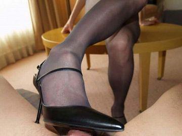 マニア向けの「足コキ」さすがにヒールは痛いやろぉwwwww(エロ画像)