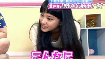 【胸チラ】テレビで谷間を見せてしまった女性タレントの画像集(54枚)