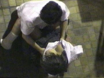 学生バカップルが昼間から盛ってる光景が撮影される。いっぱいおるやんwwwww(エロ画像)