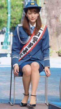 新井恵理那、純白パンチラ!スカートが短いので中身が見えちゃうんです