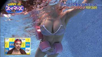 都丸紗也華 乳首がハッキリ見える水中の爆乳スイミング