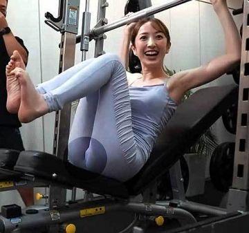 團遥香 マ●コの形がプックリ丸見えてるピッチリスパッツの股間動画