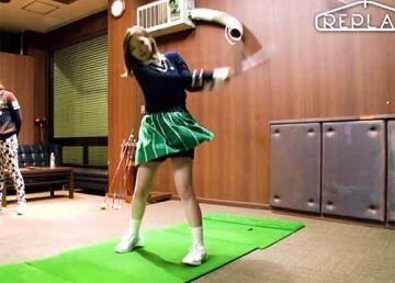 白石麻衣、黒パンチラ!「恥ずかしいけど…」膝上スカートでゴルフ初挑戦
