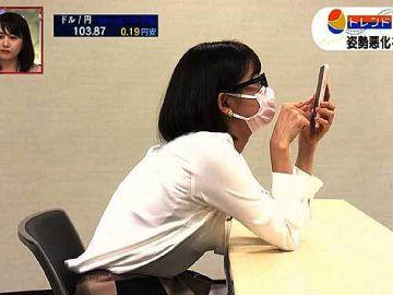 田中瞳アナ、白ブラウスから横チチが透けて見えるエッチなオッパイ