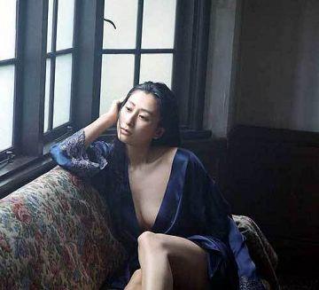浅田舞、おっぱいが透けて見えるイヤらしカラダのノーブラ乳房の週プレ