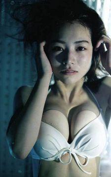 乃木坂46北野日奈子、爆乳化してるイヤらしいカラダの乳房を晒す