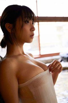 伊織もえ、爆乳オッパイを濡れタオル一枚で隠すイヤらし過ぎる乳房