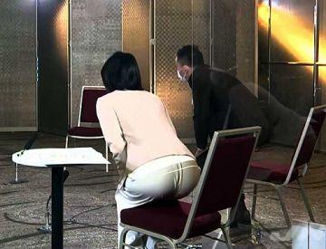 小川彩佳アナ、パン線クッキリ丸見えの割れ目が凄いお尻