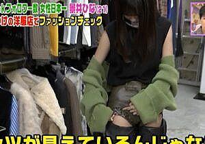 TikToker景井ひな(21)、卑猥な股間、腹出しファッションエロ過ぎ!!