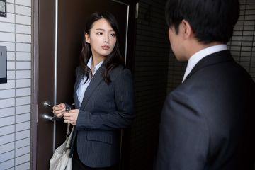 【向井藍】夫の出張中に部下を自宅に連れ込む美人女部長!憧れの女上司に誘惑されてハメてもハメても勃起が治まらない