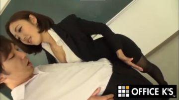 【水野朝陽】男子生徒のイチモツをシコシコしてあげたい淫語痴女教師!いきり勃った肉棒を言葉責めする焦らしプレイ