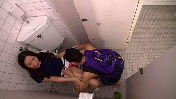 [動画]【美月あおい】トイレで突然クンニ男に襲われて気持ち良くなってしまうお姉さん!小便臭い割れ目をたっぷりと味わわれてマン汁を垂れ流す