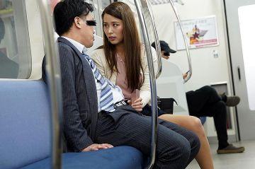 終電でほろ酔い美女と2人きり!パンチラ挑発に勃起したチンコを手コキされてフェラチオされて即ハメさせる痴女