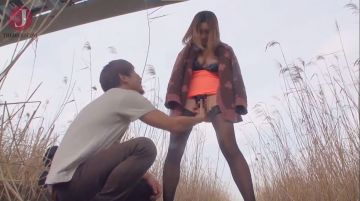 【潮絢那】Hカップ爆乳の母乳若妻と野外ハメ撮り!性に奔放な人妻さんは夫じゃなくても鉄道橋の下でも肌寒くても勃起チンコがあれば問題無し