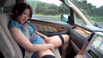 [動画]【音無かおり】久々にセックス出来る不倫旅行で気が逸ってしまう淫乱奥様!我慢出来ずに車内オナニーして旅館で即ハメ