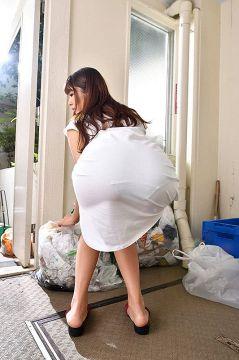 [画像]誘っているとしか考えられない人妻のタイトスカート前屈みお尻!挿れて下さいと言わんばかりな欲求不満尻を掴んで即ハメピストン