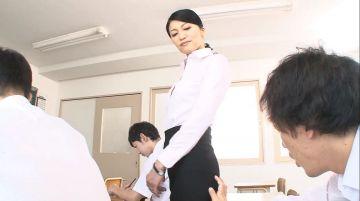 【古川祥子】男子生徒と不純異性交遊をする五十路熟女教師!テスト中に悪戯されて声を出せない状況で指マンに立ちアクメ