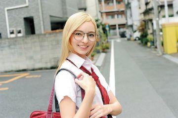 【西田カリナ】放課後に個人撮影会の裏アルバイトをする美ハーフ女子校生!性に奔放な帰国子女は中出しハメ撮りさせて笑顔でピース