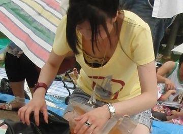 エロ目線で見られている自覚のない女の子の谷間っていやらしい…めちゃくちゃ抜けるエッチな胸チラ画像