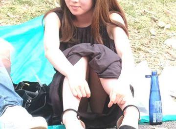 マジで釘付けになる…女の子のエッチなパンチラ!街中で偶然見かけたパンチラエロ画像