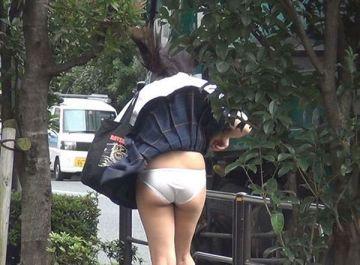女の子が街中でうっかり撮られた恥ずかしい失態…天然系のパンチラが凄く可愛い街撮りエロ画像