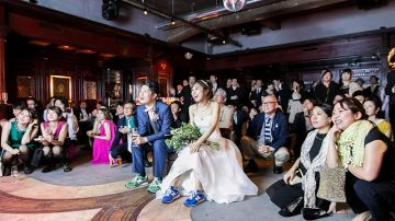 【結婚式パンチラ】結婚式でパンチラしてるのをウエディングパンチラって言うんだってwwww