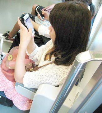 ワイの通勤電車の中でのお楽しみがこのパンチラや胸チラがあふれてるからなんだなんwww