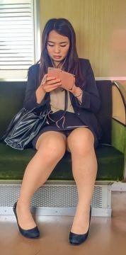 【激パンチラ】通勤電車内でのパンチラ探しがワイの至福の時間なのだ