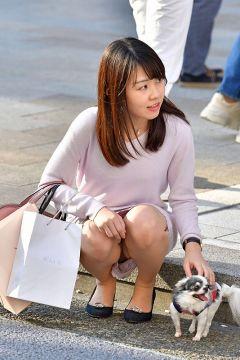 【街撮りパンチラ】お座り女子の隙アリパンチラが超炸裂