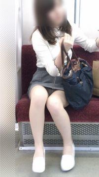 【電車パンチラ】対面パンチラの宝庫が電車の中である