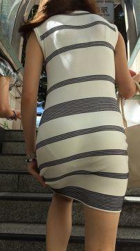 目のまん前でパンツの線やお尻がプリンプリンと見えちゃう階段が素晴らしい
