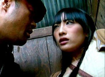 【ヘンリー塚本】誰かに強姦されたくて田舎の公衆便所でオナニーしていた女が吐息で見つかって…