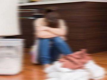 【個人撮影】旦那の借金のせいで股を開いた普通の主婦、初体験3Pで泣きながらイカされる…