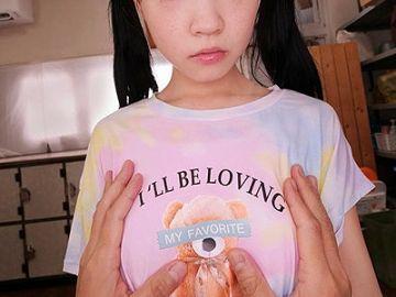 AVメーカーさん、ついに一線をこえる…父親の目を盗んで男湯に入って来た女子小学生に中出しするVRを発売!