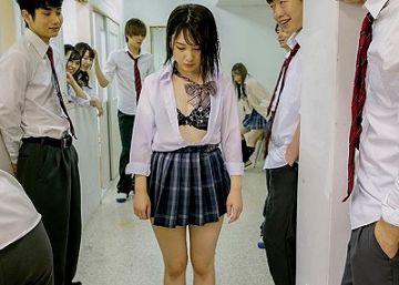 【公開処刑】逆転したスクールカースト!いじめっ子のリーダーだった女子が男子全員の肉便器に堕ちるまで…