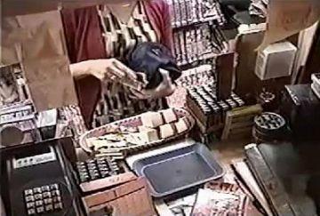 【激レア映像】個室ビデオBOXに入った女性客のオナニーを隠し撮りした動画が流出wwwwwww