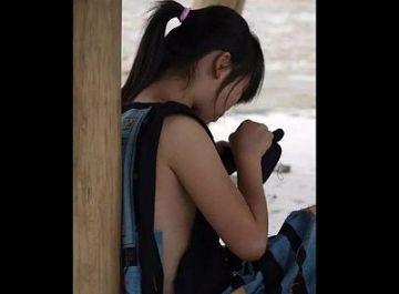 【エロ画像】常に横乳丸見え!中国の少数民族がエロすぎると話題にwwwwww