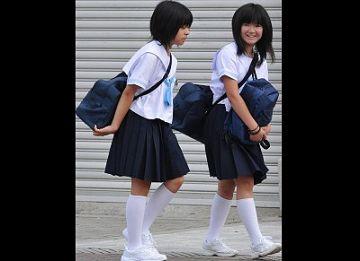 【個人撮影】女子中〇生2人に媚薬を飲ませて乱交したガチヤバ映像
