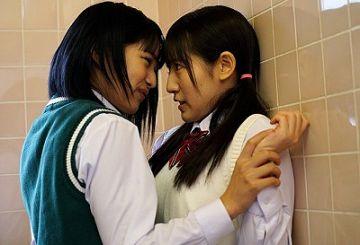 『お願いやめて!』『うるさい!舐めたいの!』転校してきた女子に次々とレズレイプされた同級生たち