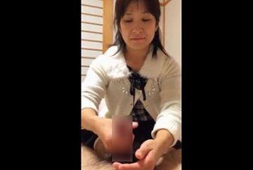 【動画あり】『職場のおばちゃんに抜いてもらったったwwwww』社員旅行中に撮影した生々しい手コキ映像
