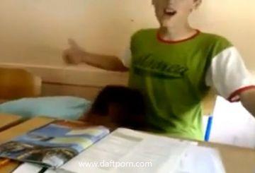 罰ゲーム?休憩中の教室で女子が男子にフェラチオするおふざけスマホ動画が流出!