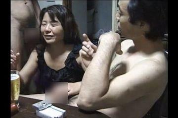 【個人撮影】『友人と妻を共有してみた…』一般家庭で撮影された生々しい寝取らせ3P映像!!