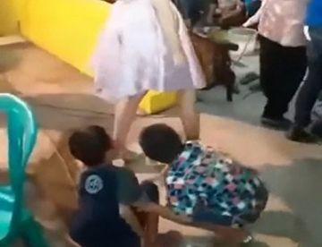 【おねショタ】男子小学生、初めて本物のマンコを見て性に目覚めてしまう…